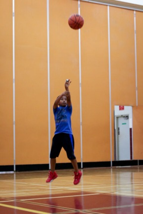 learning how to make three pointers